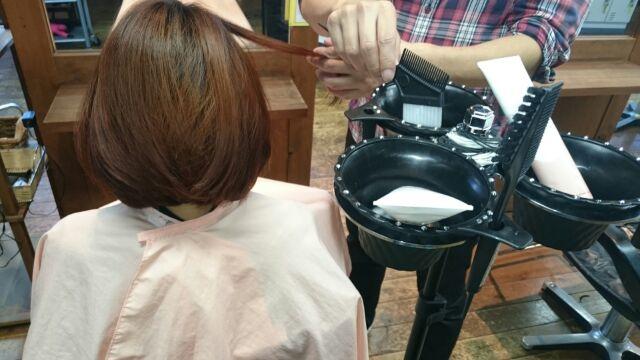 美容師の腰痛を予防する美容器具