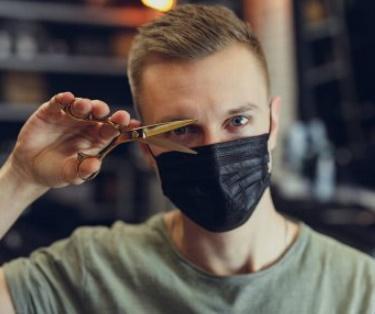 美容院で美容師がマスク、アリかナシか?